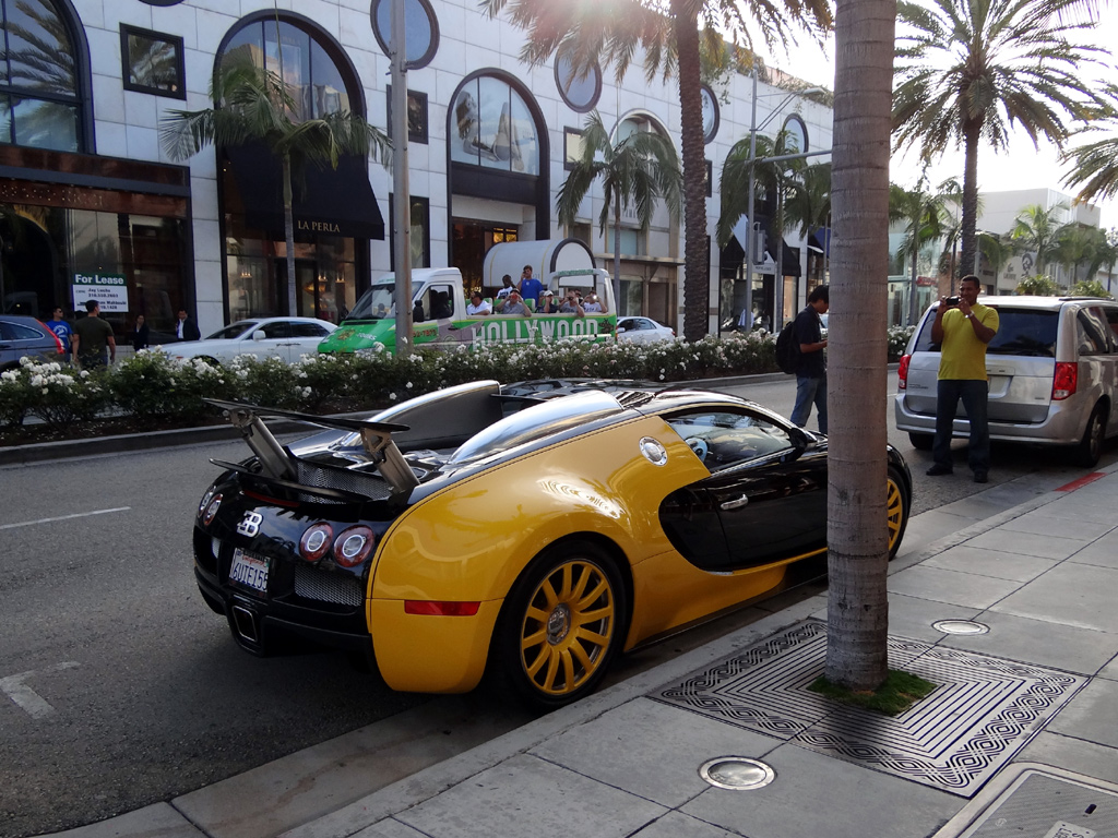 Custom Yellow Amp Black Bugatti Veyron Spotted In Beverly