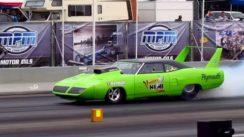 Plymouth Roadrunner Superbird Dragster BURNOUT