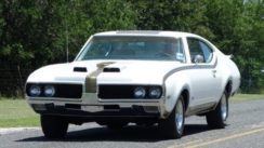 1969 Hurst Olds 442 Classic American Muscle Car in Action