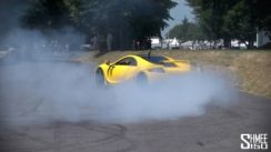 How to turn around supercars? DONUTS!